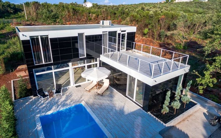Villa by the beach Trsteno, Budva. Hot price!