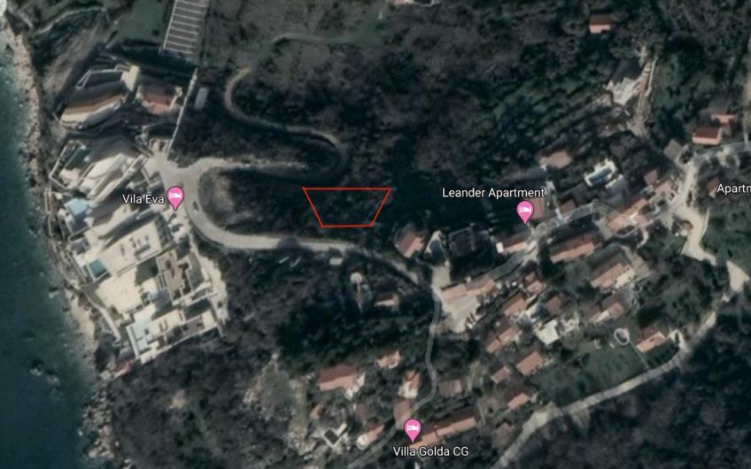 Land in Rezevici for the construction of 3 houses