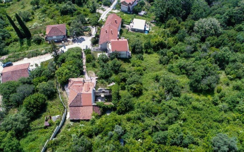Old stone house for sale. Herceg Novi, Bijela