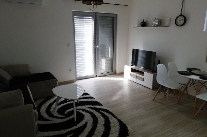 A new furnished apartment in a complex with a swimming pool is urgently for sale. Tivat, Selyanovo!