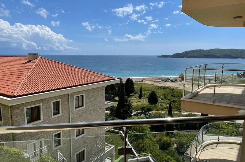 Species apartment in Belvedere, Becici – 150 meters from the sea. 75.000 euros!