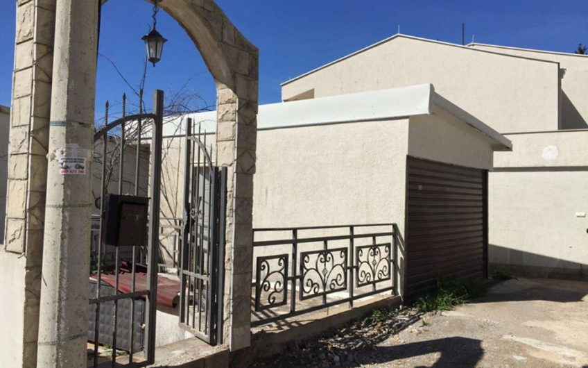 House with a pool 3 meters from the sea. 1st Line. Ulcinj, Kruche