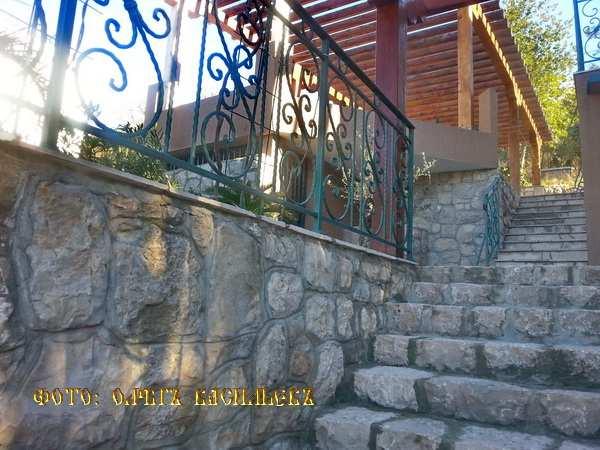 Stone house on the Barska Riviera, Sutomore